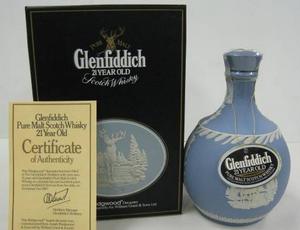 陶器瓶入りのウイスキー