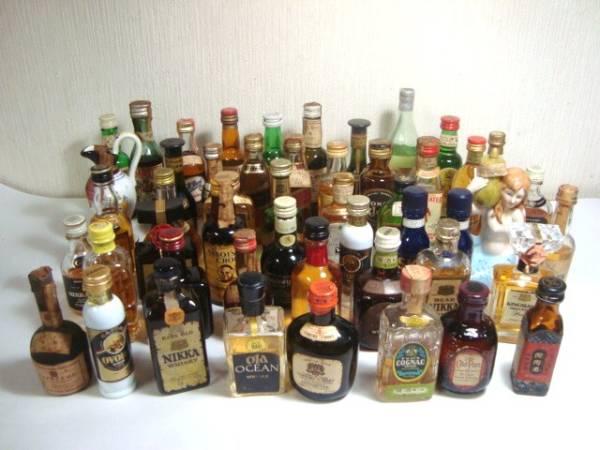 大量のミニチュアボトル